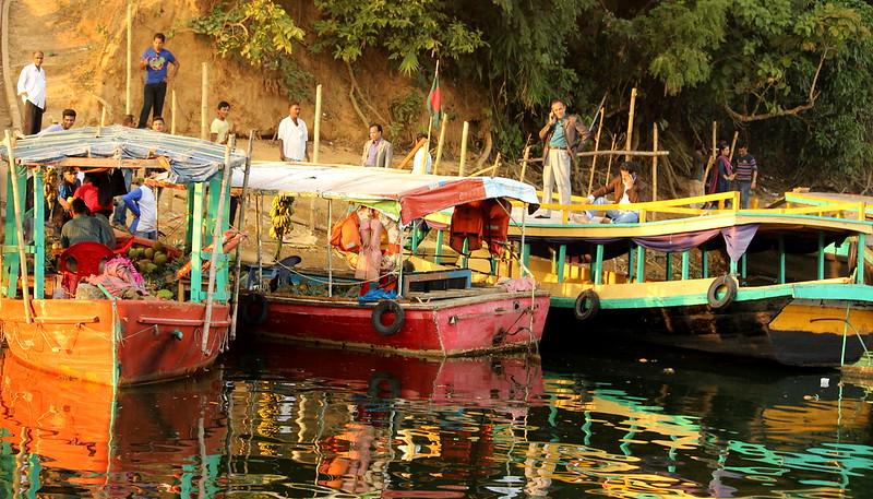 Floating Fruit Market