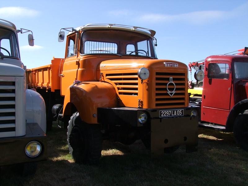 Rassemblement de camions anciens en Normandie 35375399022_0802a7bc5d_c