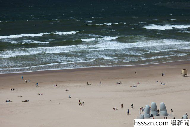 Monument-to-the-Drowned-–-Playa-Brava-Punta-del-Este-Maldonado-Uruguay-640x427_640_427