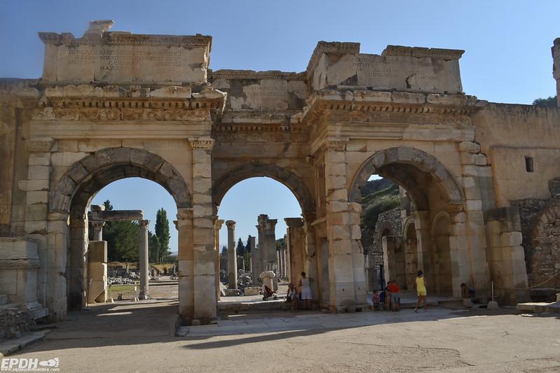 Puerta de Mazaeus y Mitrídates