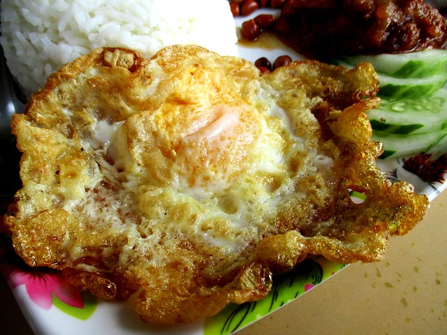 Yum Yum Cafe nasi lemak, fried egg