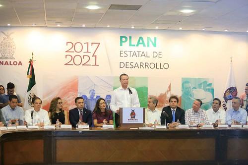 ILograremos un futuro mejor para Sinaloa: Quirino