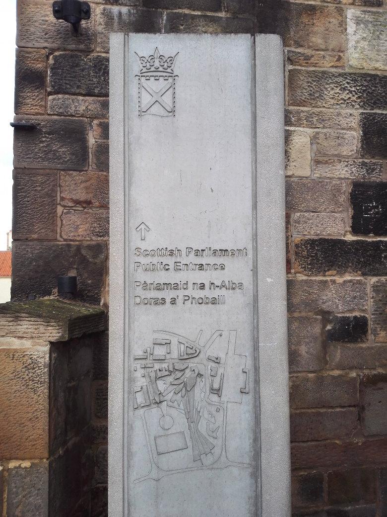 気分はドラクエの宝の地図。ただのスコットランド議会の入口図だけど。