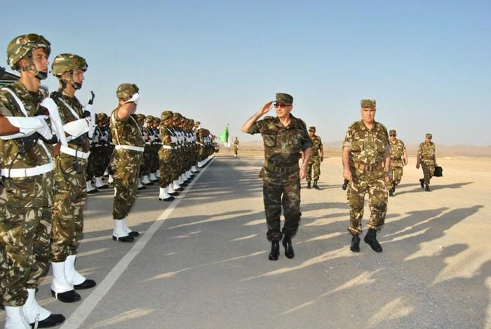 المناورات والتدريبات الجيش الوطني الشعبي الجزائري  [ l'ANP ]  - صفحة 11 35451736696_897011ab41_o