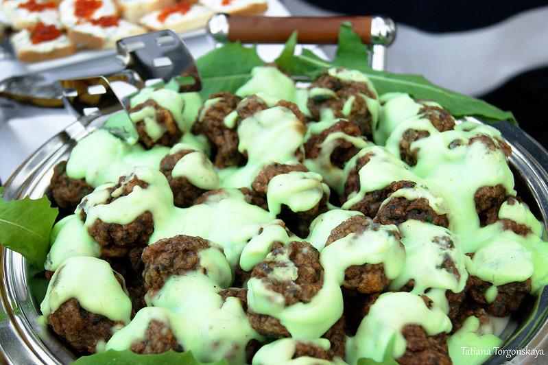 Тефтели в зеленом соусе