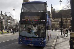 Volvo B9TL MCV - BU13 ZDG - 113 - GoldenTours Grayline - London 2017 - Steven Gray - IMG_8294