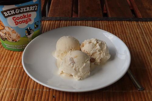 Cookie Dough (= Vanille-Eiscreme mit Riesenstücken aus Plätzchenteig) von Ben & Jerry´s