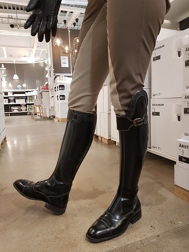 De Niro Riding Boots In Her Own Design 👢 And Awesome Lon