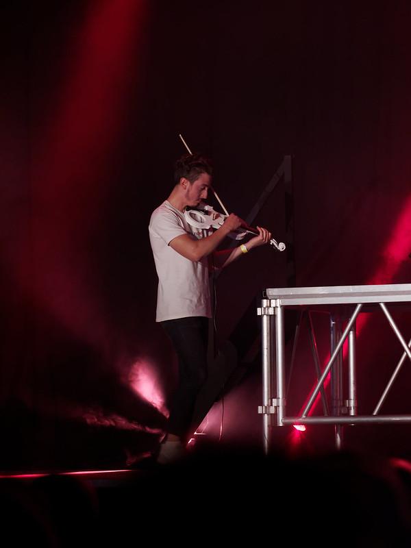 Concert Rock avec violon, violoncelle et batterie 34619995393_466167f4e7_c