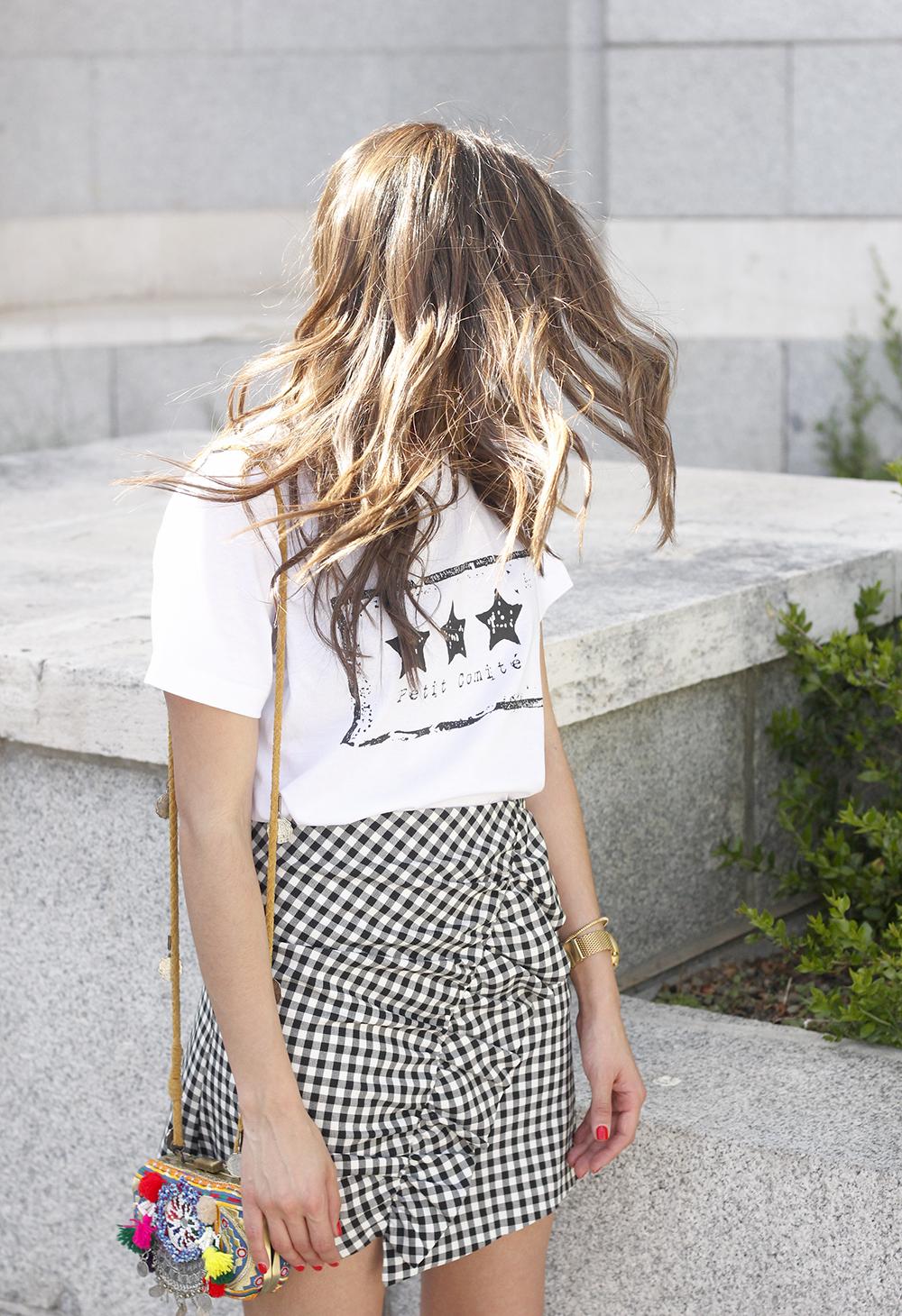 vichy skirt white t-shirt carolina herrera pink heels outfit style fashion summer05