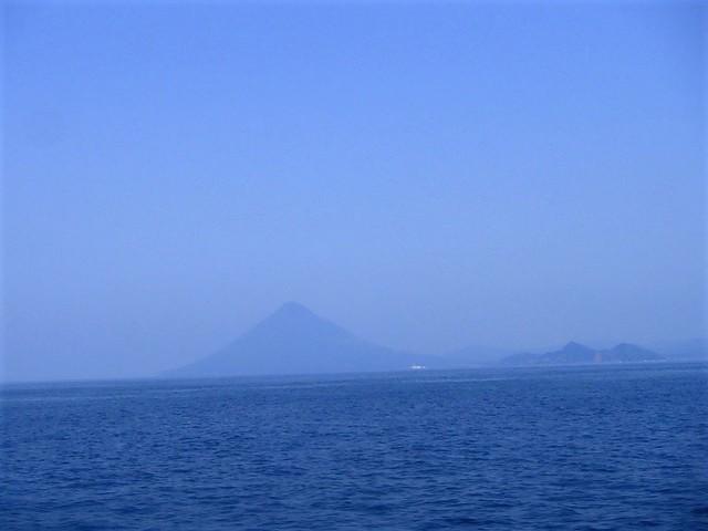屋久島高速船から見る開聞岳
