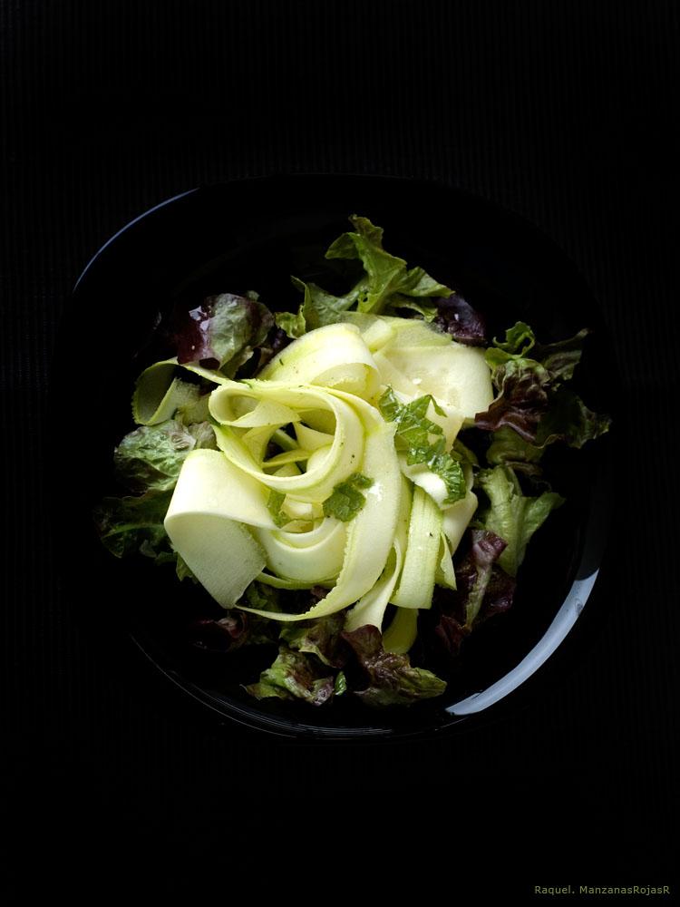 Ensalada de calabacín con hierbabuena.ManzanasRojasR