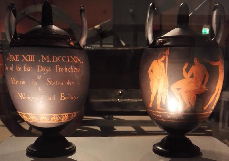 ウェッジウッドミュージアム エトルリア ギリシャ赤絵壺のレプリカ