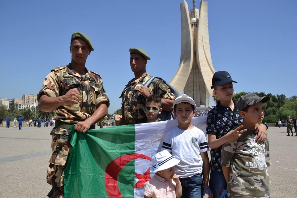 موسوعة الصور الرائعة للقوات الخاصة الجزائرية - صفحة 62 35668555312_e2b3f95a36_o