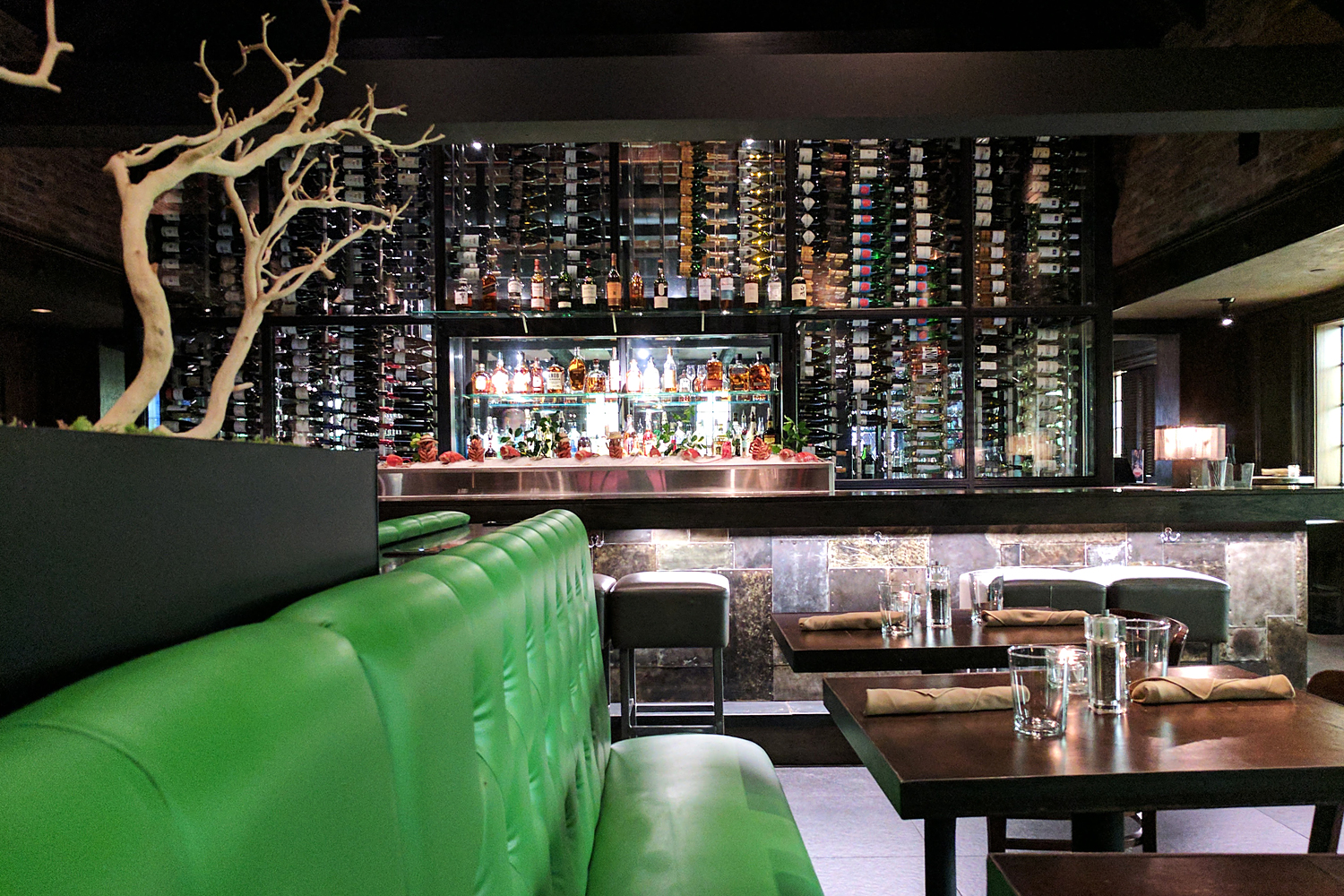 12stlouis-cheshire-boundary-travel-restaurant-bar
