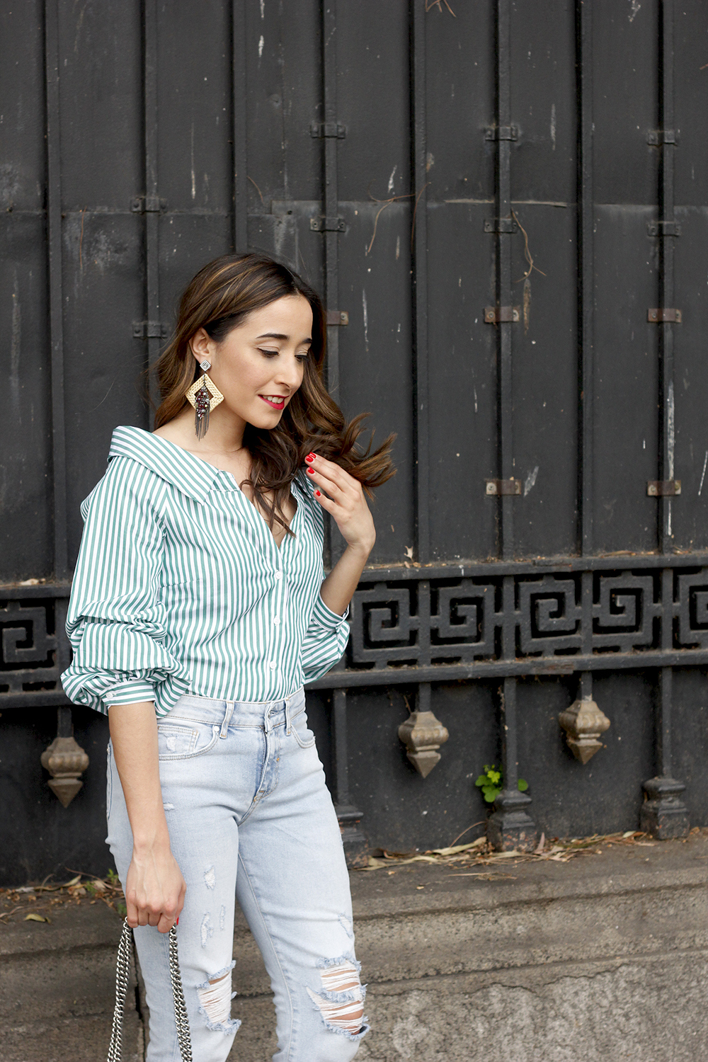 striped shirt jeans gucci bag uterqüe earrings pink heels accessories style outfit06