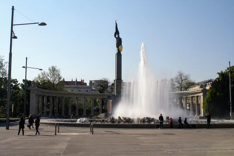Вена. Памятник героям Советской армии