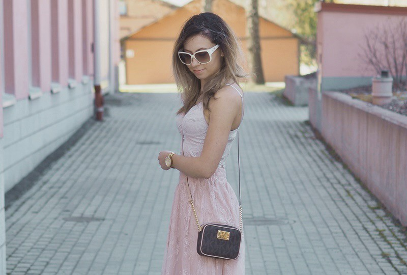 light-outfit-michael-kors-bag