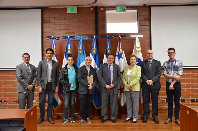 Estudiantes de posgrados de la Universidad Francisco Marroquín visitan el Centro de Estudios (CEIE)
