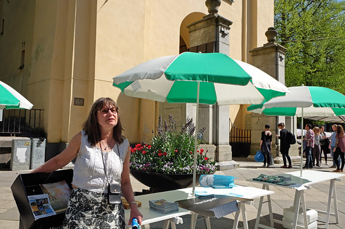 Linda Moberg informerar vid Stadshustornet