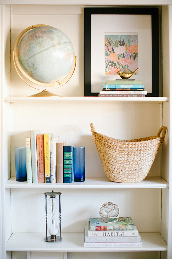 colorful-shelf-styling