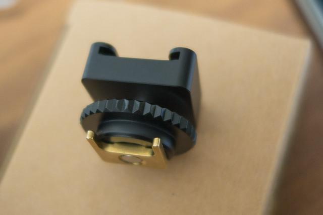キャノン Canon iVIS 専用 ミニ アドバンストアクセサリーシュー ( Mini ADVANCED SHOE ) → 汎用型 コールドシュー 変換アダプター HS-C1