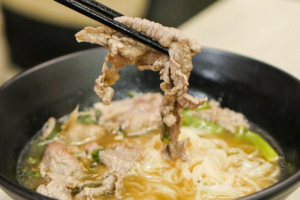 坦皮内斯餐厅:Savwin备用ap Saap Thai