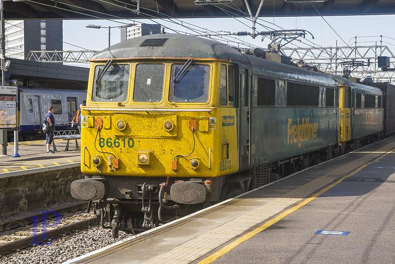 86610 leads 86605 on 4L89 2201 Coatbridge F.L.T. to Felixstowe North F.L.T.