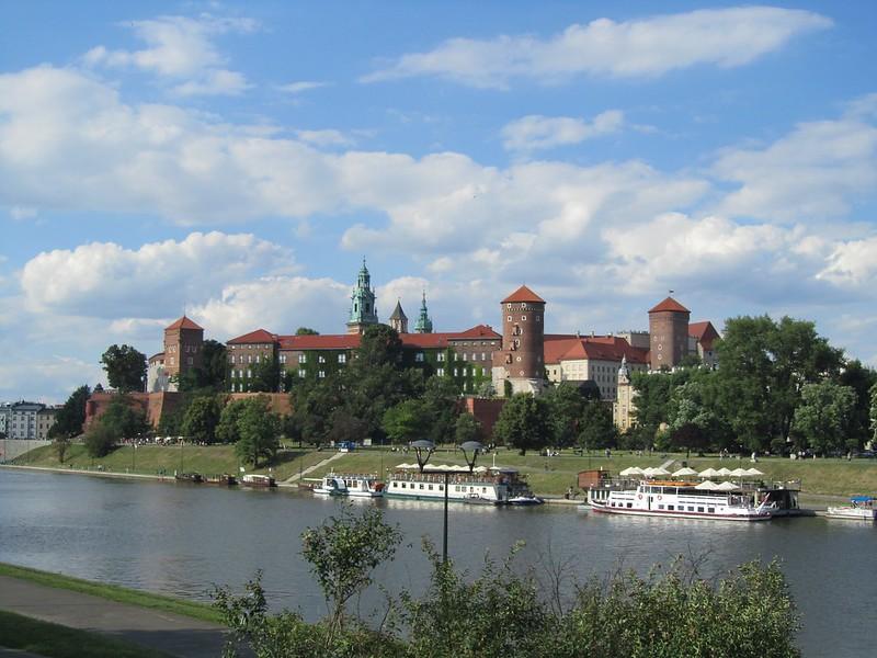 Castillo de Wawel desde la ribera del río