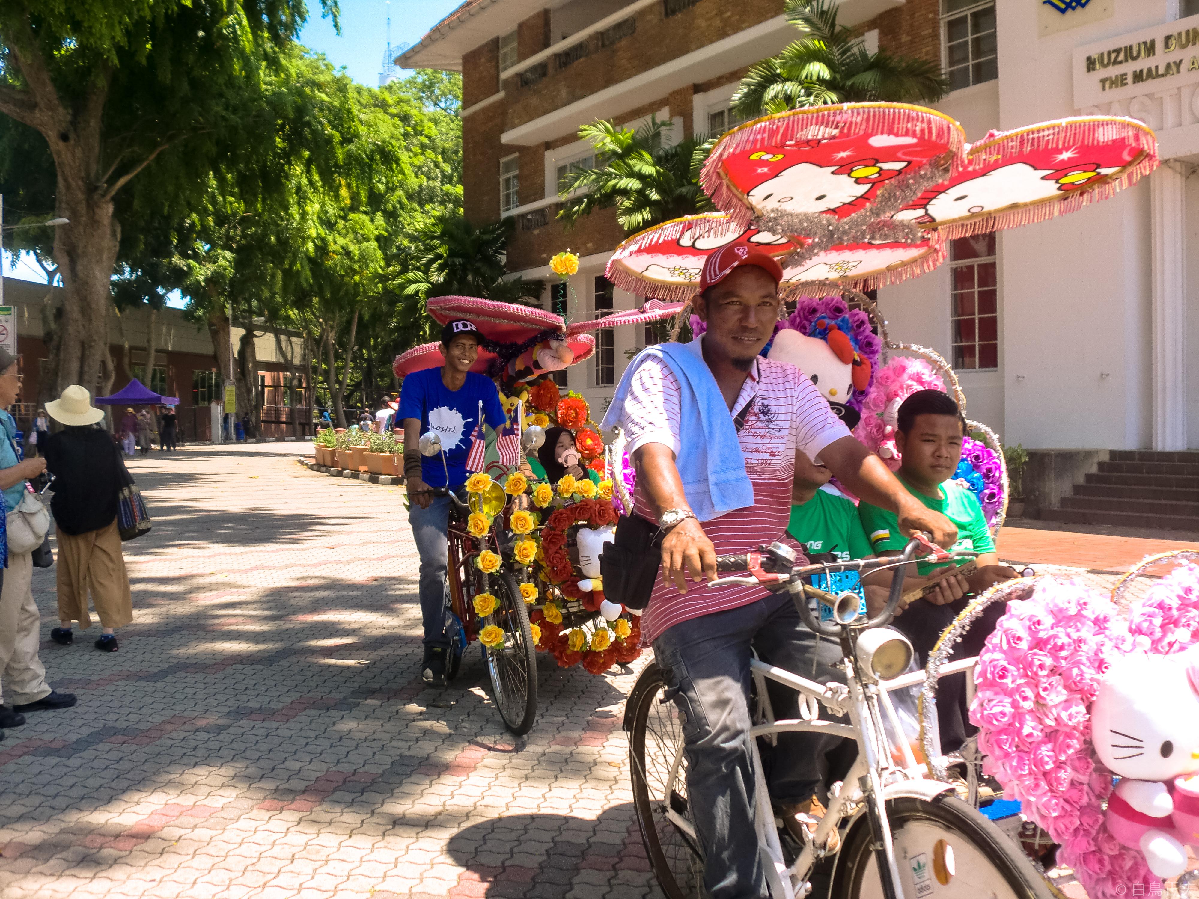 タクシー代わりの飾り自転車