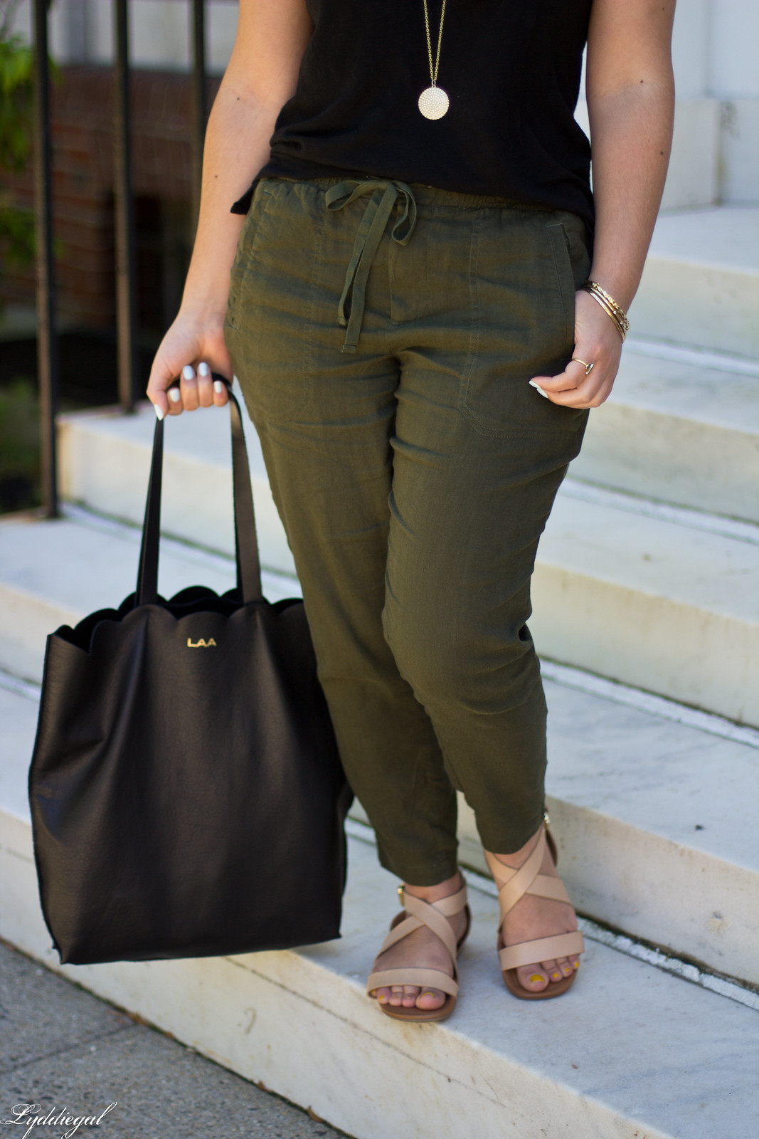 green linen pants, black tee, matine scalloped tote, panama hat-4.jpg