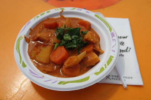 Mafeh Vegan (= Erdnuss-Gemüse-Sauce) mit Couscous