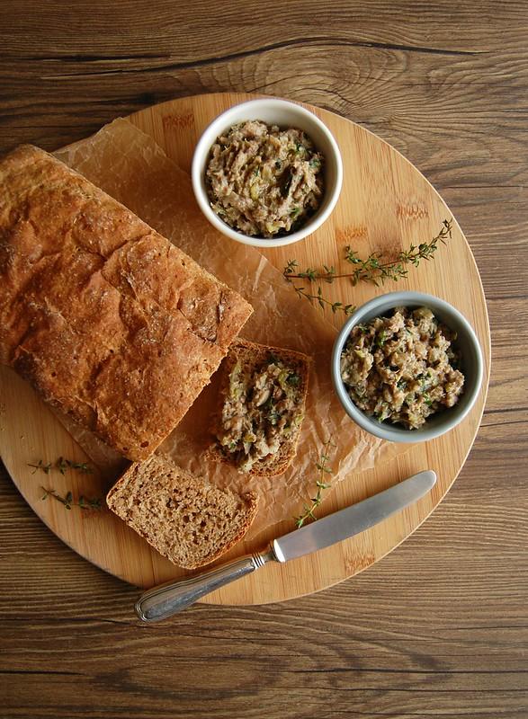 Soft rye bread with sardine rillette / Pão de centeio macio com rillette de sardinha