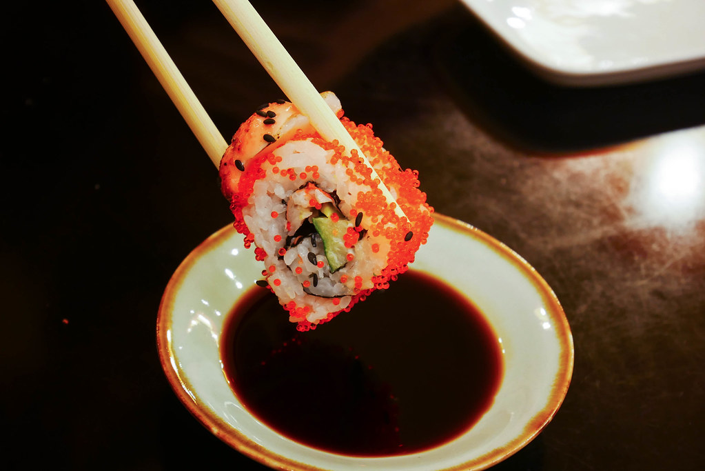 Standing_Sushi_Bar_Closeup