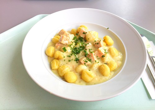 Gnocchi with lime sauce & salmon dices / Gnocchi mit Limonensauce & Lachswürfeln