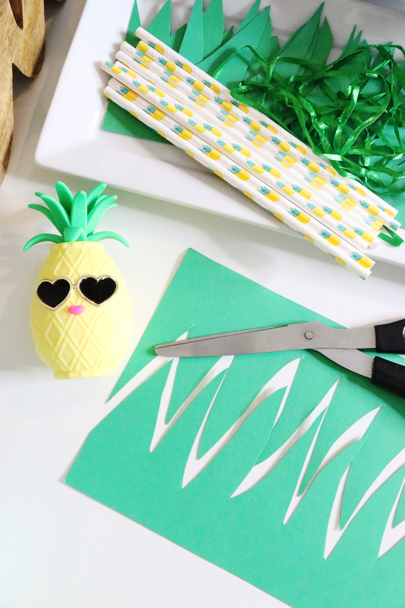 pineapple-leaves-party-decor-5