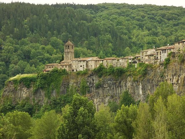 Castellfollit de La Roca (Pueblo medieval de La Garrotxa)