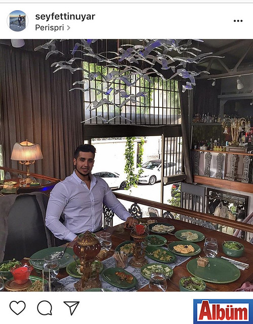 Seyfettin Uyar, kuzeninin düğün yemeğinde paylaştığı bu fotoğraf ile beğeni topladı.