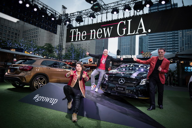 台灣賓士總裁邁爾肯(右後)、嘻哈皇后葛仲珊(前)與台灣賓士轎車行銷業務部副總裁何睿思(左後)在Commune A7貨櫃市集打造The new GLA產品發表狂熱派對。