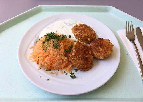 Greek bifteki with tzatziki & tomato rice / Griechische Bifteki mit Tzatziki & Djuvecreis