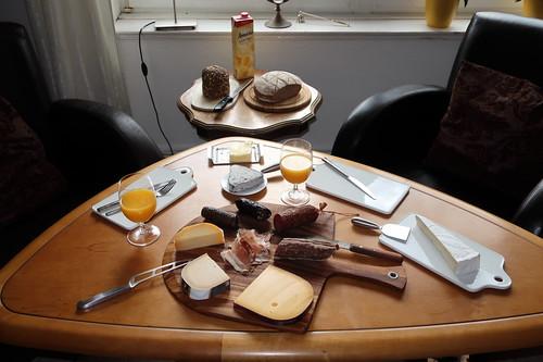 Frühstück im Wohnzimmer am Feiertag
