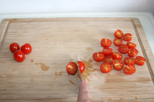 24 - Kirschtomaten halbieren / Half cherry tomatoes