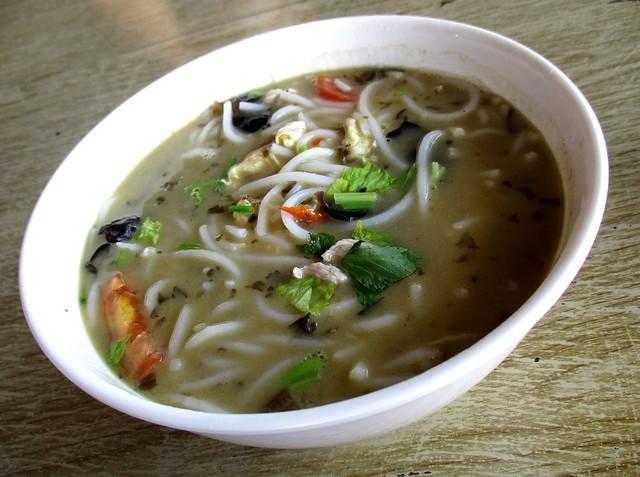 Delta Seafood & Cafe chao chai hung ngang