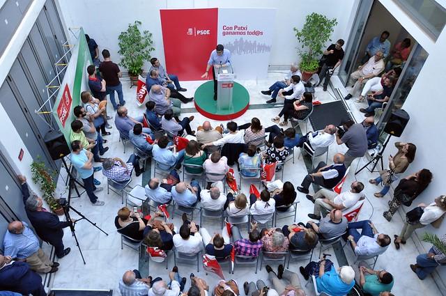 Encuentro con militantes de Sevilla durante la campaña de primarias del PSOE