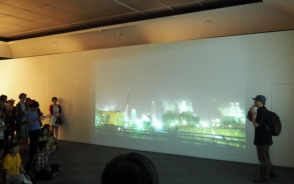 林泰州以影像拍攝製作批判石化產業,用影像呈現人們所呼吸的毒氣。攝影:李育琴