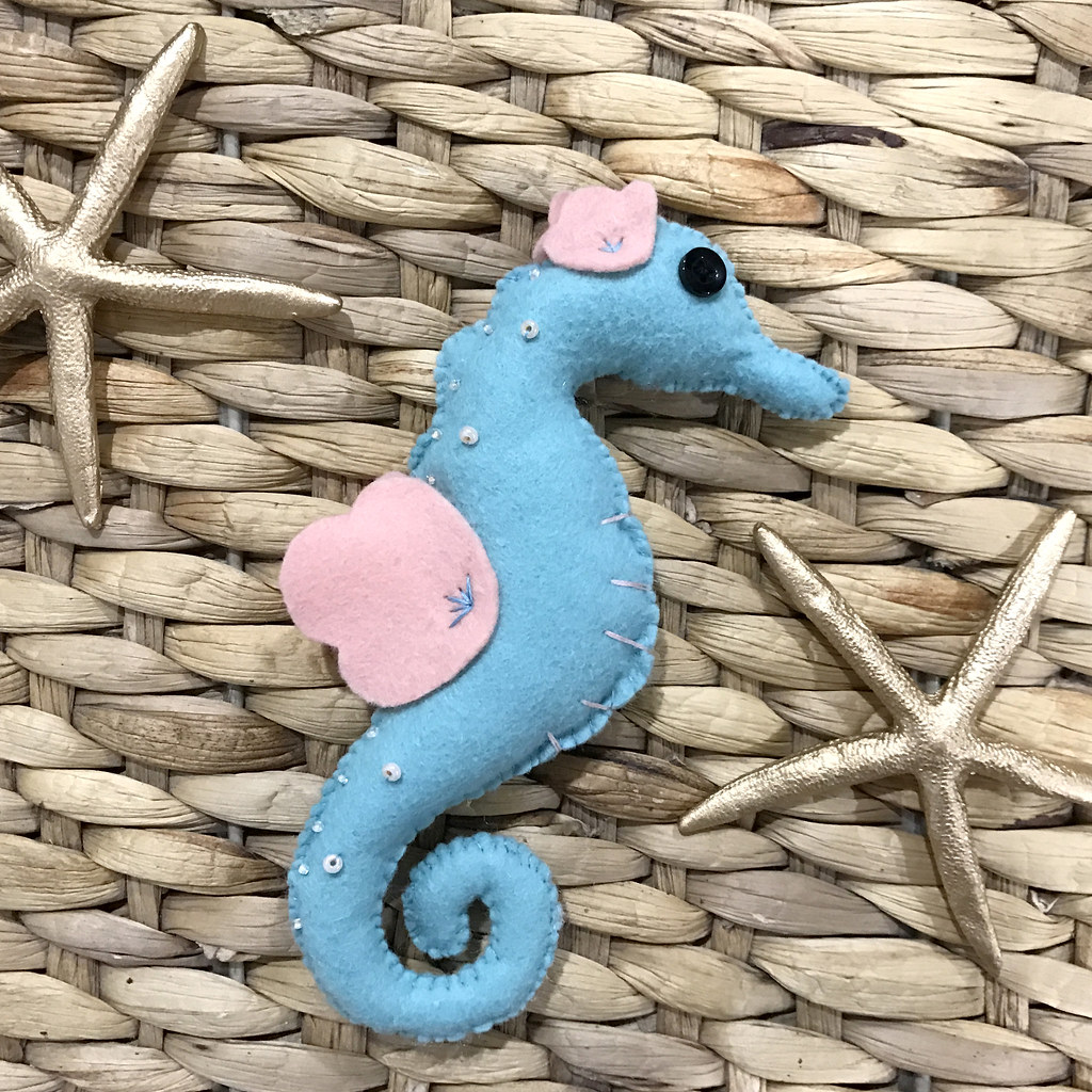 pin to present starfish and seahorses 1