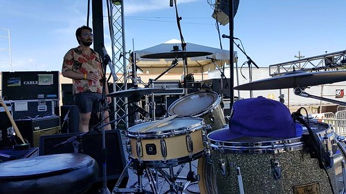 Ladada Setting Up at Lava Fest (May 28 2016) (Photo by Bobby)