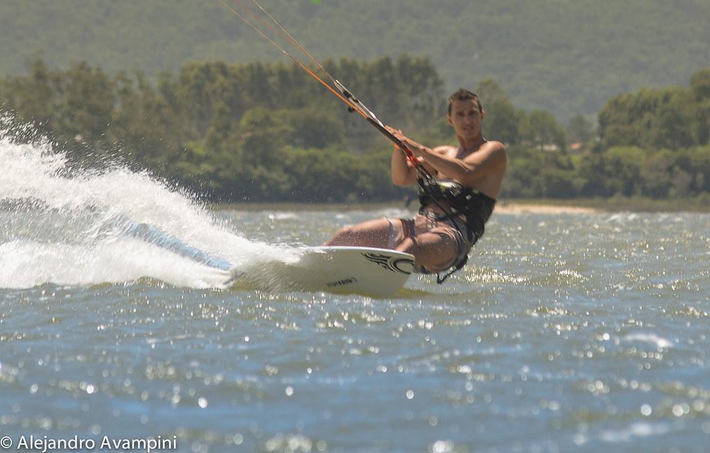 Kitsurfista en la Lagoa de Ibiraquera