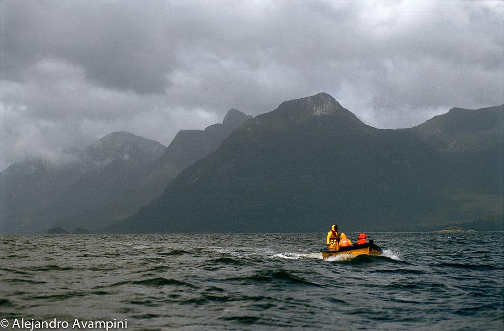 Navegando el Oceano Pacifico en Bahia Mala Sur de Chile