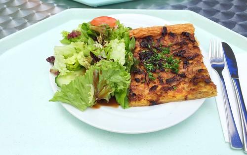 French onion cake with bacon & small salad / Französischer Zwiebelkuchen mit Speck & kleinem Salat